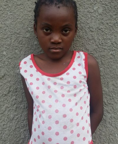 Meet Aïcha - Her birthday is November 1st, 2011, she loves singing and hopes to become a lawyer one day. Click Aïcha's picture to sponsor her!