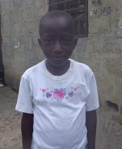Meet Osni - He is 8 years old, he loves playing ball and hopes to become a doctor one day. Click Osni's picture to sponsor him!