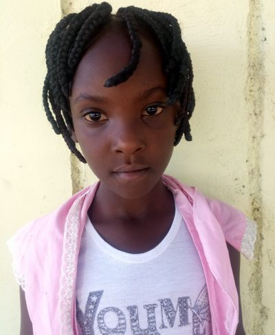 Click Beatrice's picture to sponsor her - She is 10 years old, loves school, and wants to be a doctor.